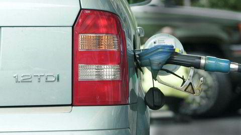 Det blir ikke slutt med bensin- og diesel-biler med det første, selv om Stortinget har vedtatt at alle biler som selges fra 2025 skal være null- eller lavutslippsbiler.