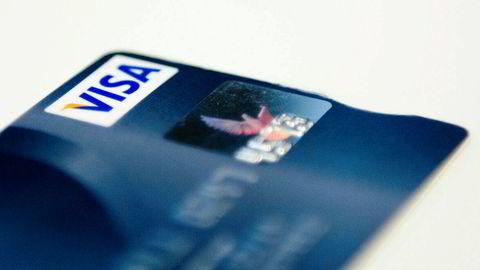 Etter å ha betalt inn store beløp til en aksjehandelplattform med sitt eget bankkort, innså mannen at han var blitt svindlet.
