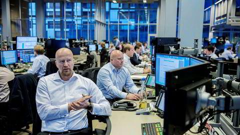 Oljeanalytiker Torbjørn Kjus i DNB Markets synes det er vanskelig å forstå prisbevegelsene i oljemarkedet den siste tiden.