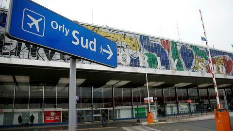 Det er meldt om skudd på Orly-flyplassen i Paris.