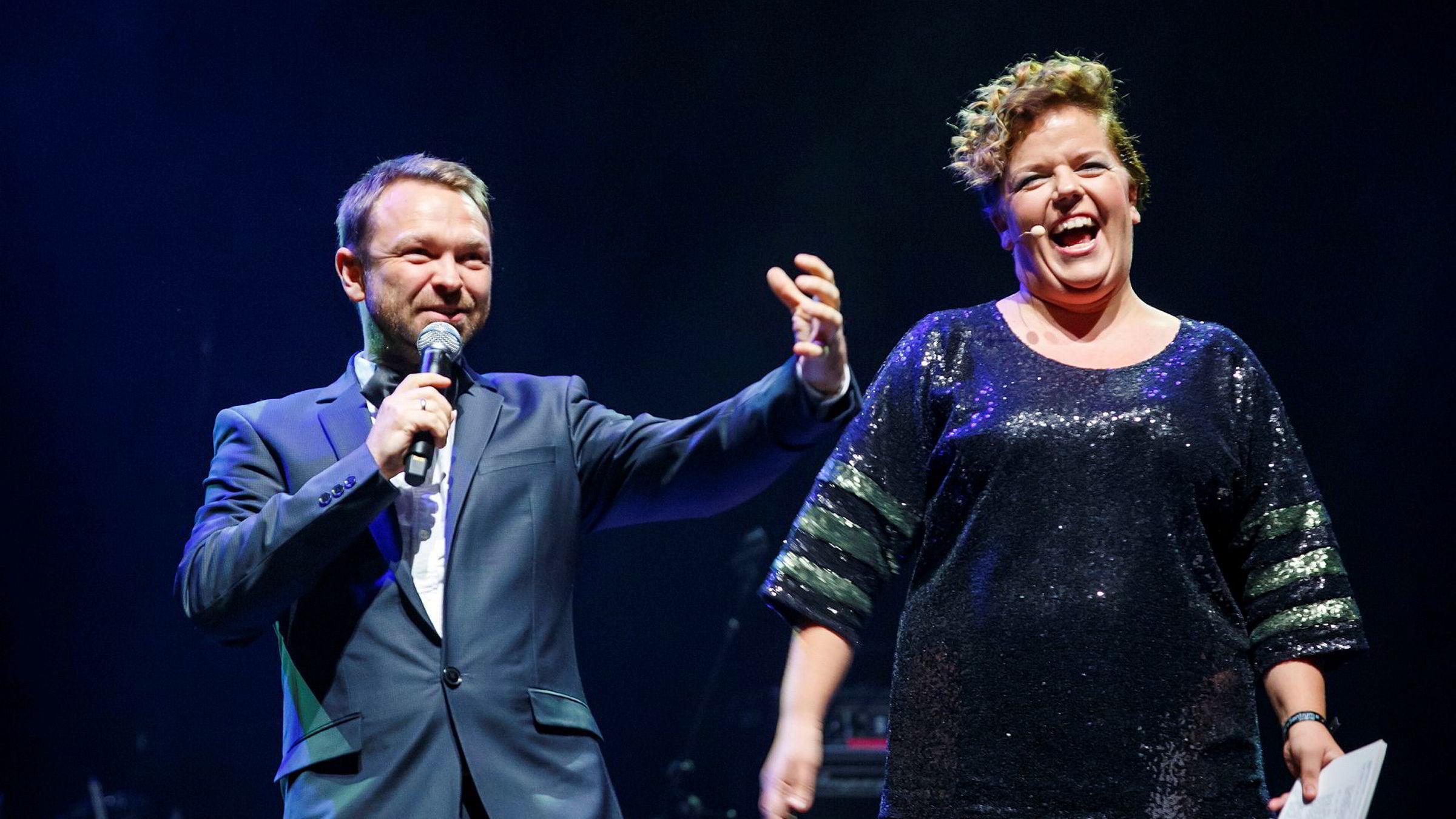 John Brungot har opptrådt på flere arrangementer de siste årene. Her er han sammen med komikerkollega Else Kåss Furuseth under en artistdugnad for flyktninger i 2015.