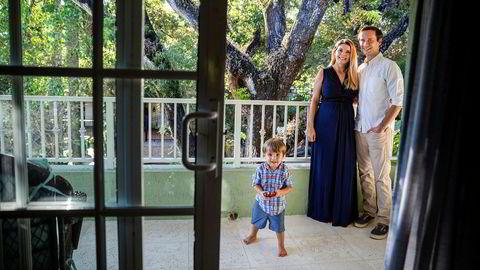 Paret Megan og Robert Hesketh, her med sønnen James, bor i et rolig nabolag sør for Miami og følger nøye med på valgkampen som igjen kan avgjøres i vippestaten Florida. Viktigste sak er å bli kvitt Trump. Deretter kommer politikk: Helsevesen og klima.