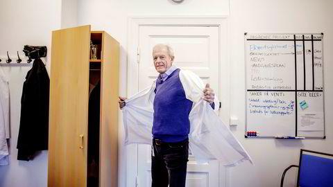 Klinikksjef Bjørn Busund ved Oslo universitetssykehus (OUS) jobber 15 timer måneden for Aleris. Det er ikke et problem, men positivt også for OUS, mener han.