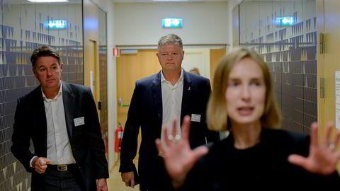 Norwegians finansdirektør Geir Karlsen (fra venstre) og toppsjef Jacob Schram møtte næringsminister Iselin Nybø mandag. Hun må antagelig bidra med flere milliarder for å holde selskapet i luften.