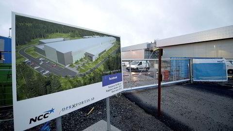 Et stort datasenter trenger et ledig, flatt og ferdig regulert område på mange hundre mål – slike er det knapt med i fjellandet Norge. Her fra Lulea i Sverige som har Facebook.