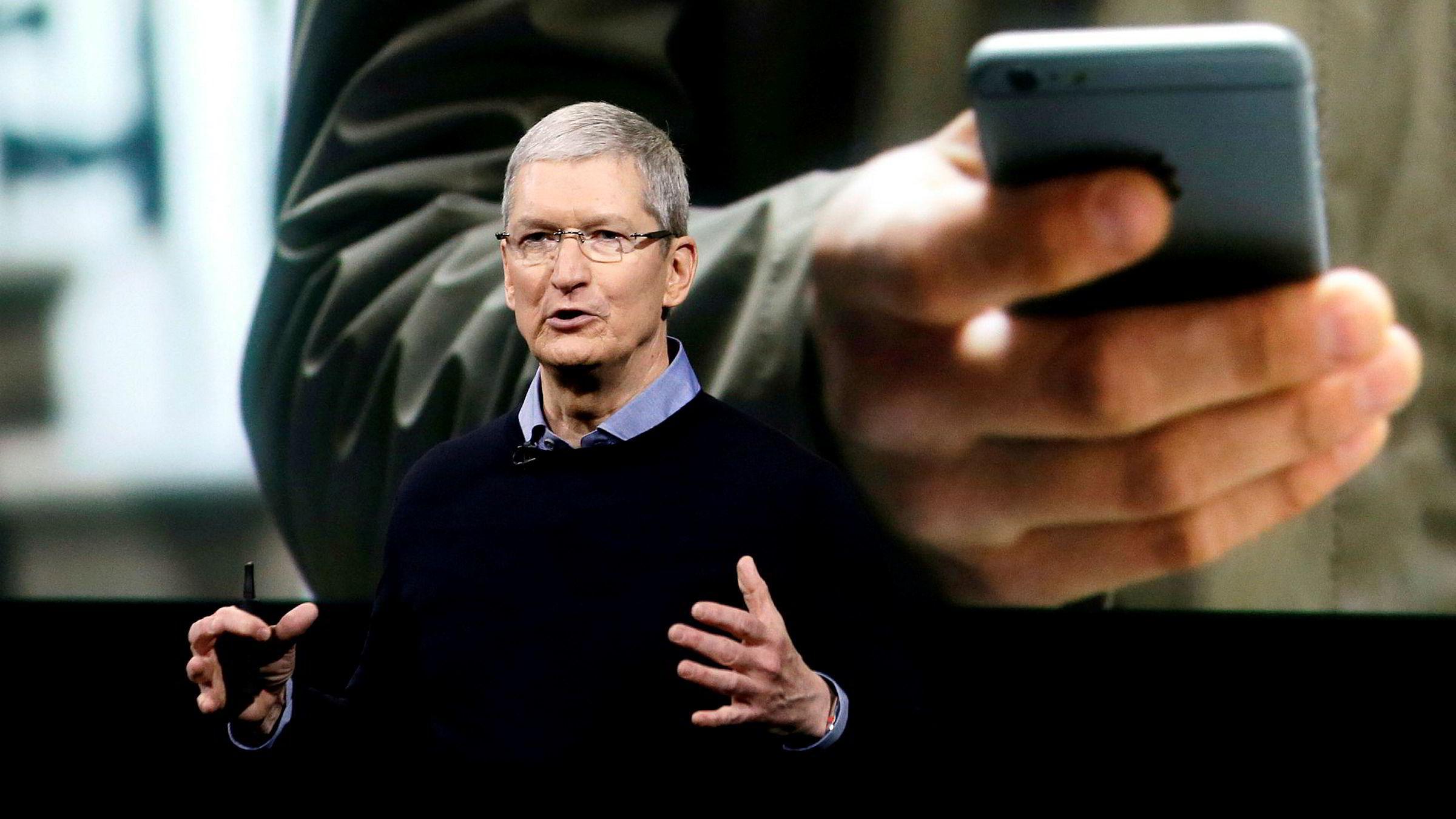 Apple-sjef Tim Cook har gitt uttrykk for store forventninger til det kinesiske markedet, men nå har Iphone falt ned til femteplass der.