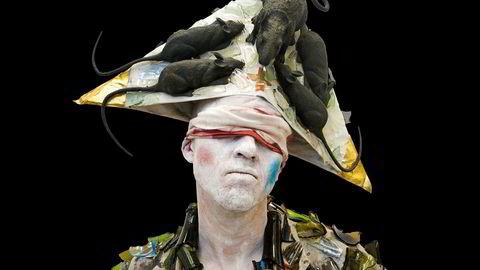 Performance. Torgny Amdam opptrer sammen med kunstner Willibald Storn.