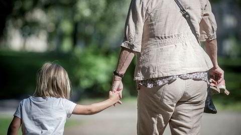 Barn som fødes i Norge i dag, kan i snitt regne med å bli 83 år ifølge FNs befolkningsanslag. Det er ti år mer enn de som ble født for 70 år siden, skriver artikkelforfatteren.