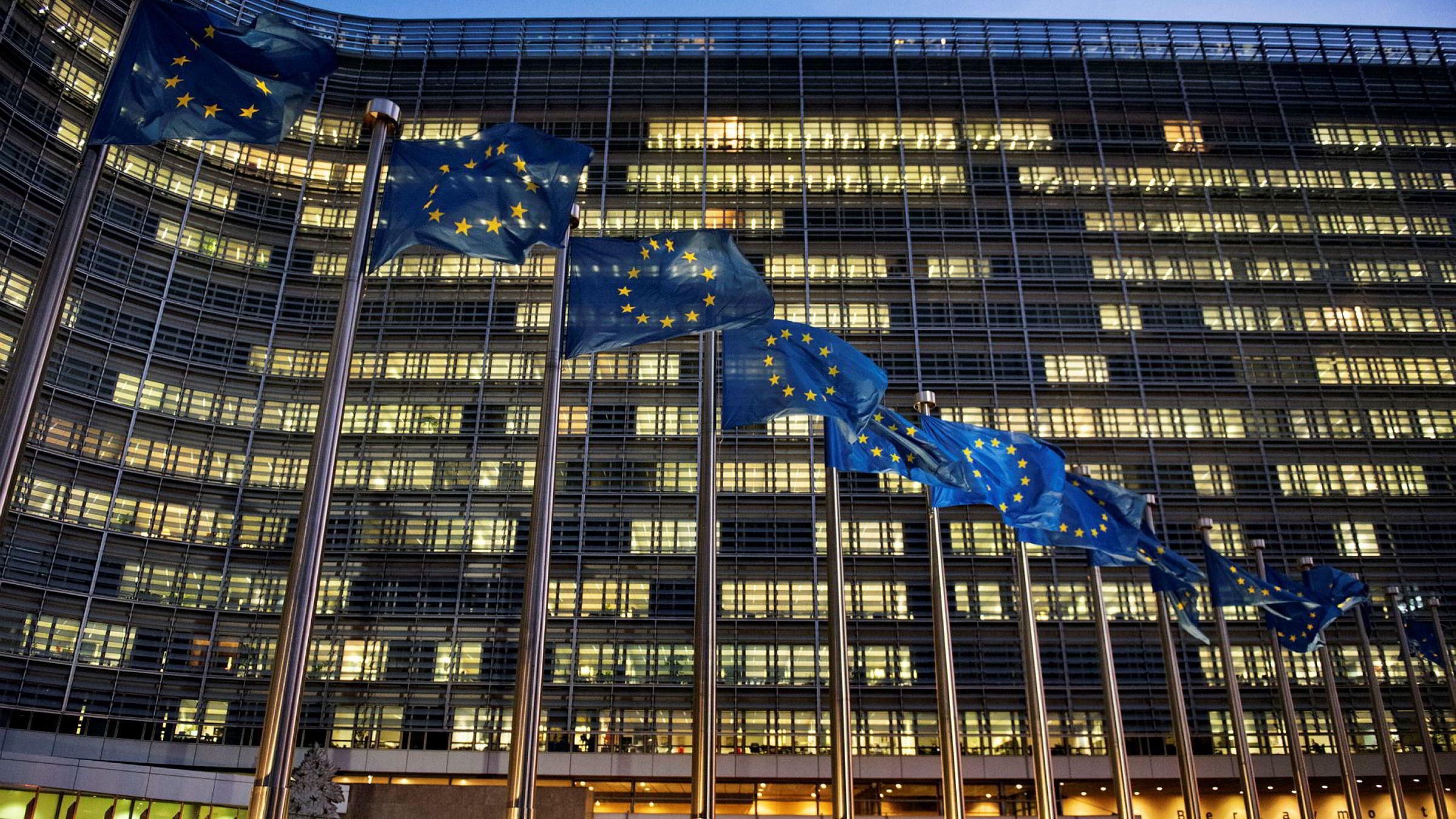 33.000 byråkrater i Brussel lager regler for Norge. Svært få av dem er nordmenn.