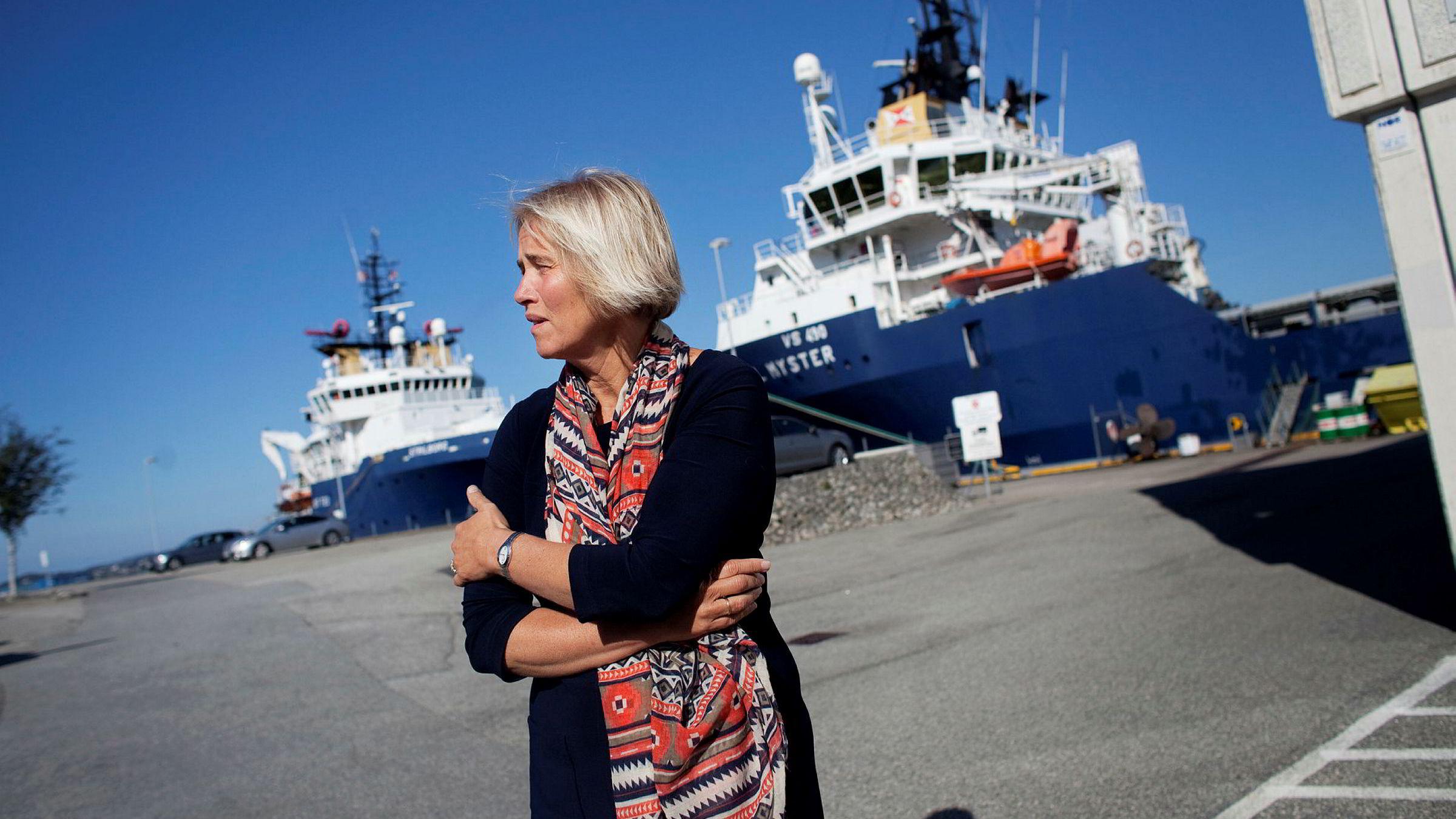 Anne Jorunn Møkster er sjef i Møkster Shipping, som hun eier sammen med søsknene. Her ved hovedkontoret i Stavanger med et par av fartøyene ved kai.