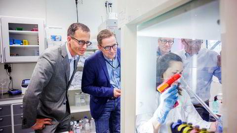 Ketil Widerberg (fra venstre), daglig leder i Oslo Cancer Cluster, Per Sontum, daglig leder i Phoenix Solutions, Anne Fåne, laboratorieingeniør ved Oslo universitetssykehus, Øyvind Kongstun Arnesen, daglig leder i Ultimovacs as og Steinar Aamdal, Ultimovacs.