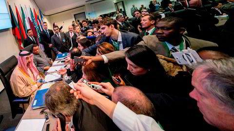Saudi-Arabias energiminister Khalid Falih og Opecs generalsekretær Mohammed Barkindo på Opecs konferanse i Wien torsdag.