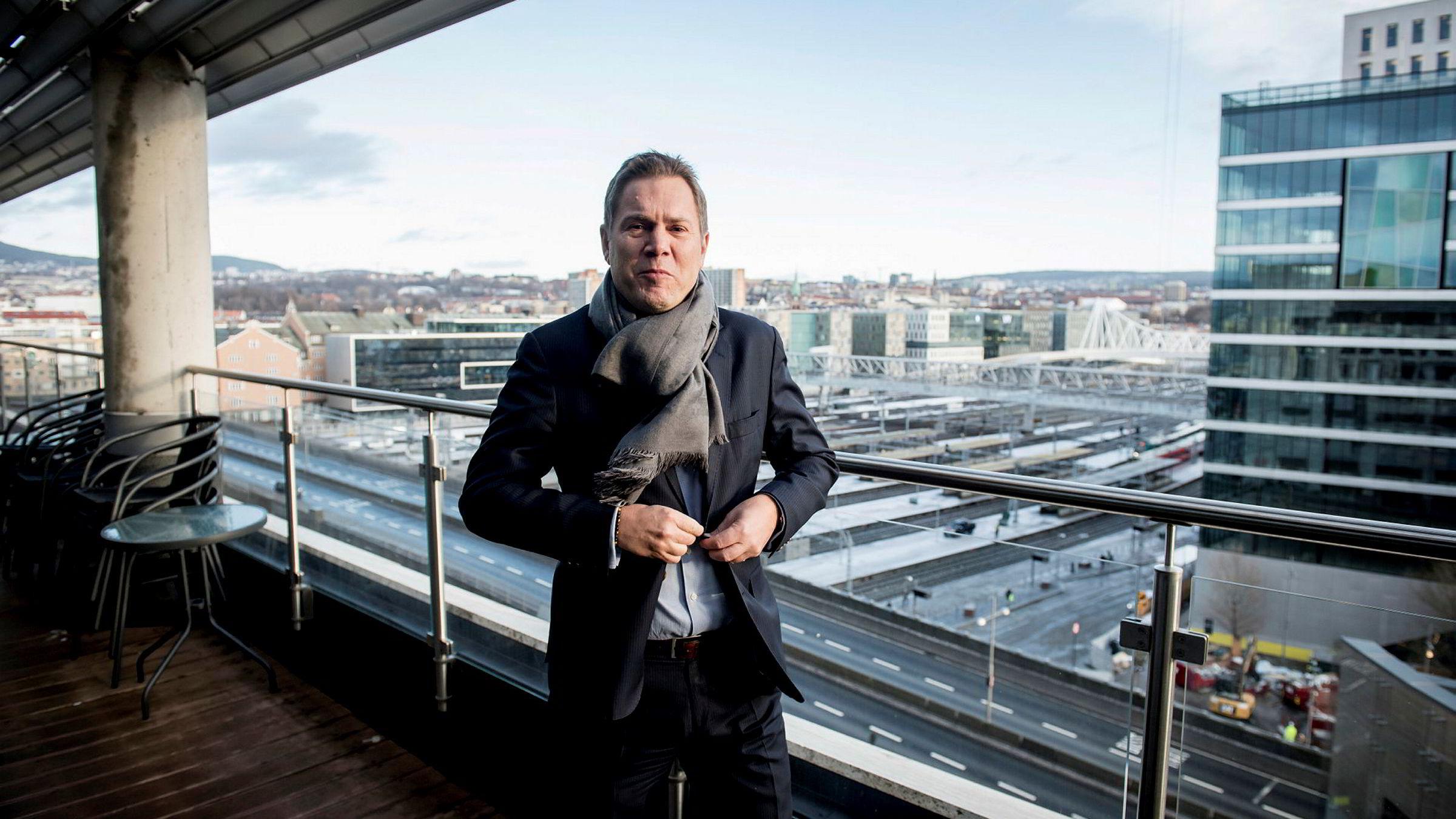 Joakim Marstrander, leder for advokatene i EY, har fått gjennomført en undersøkelse som viser at kundene reagerer på høye timepriser fra advokatstanden. De best betalte partnerne har hatt en lønnsvekt på inntil 50 prosent i en femårsperiode.