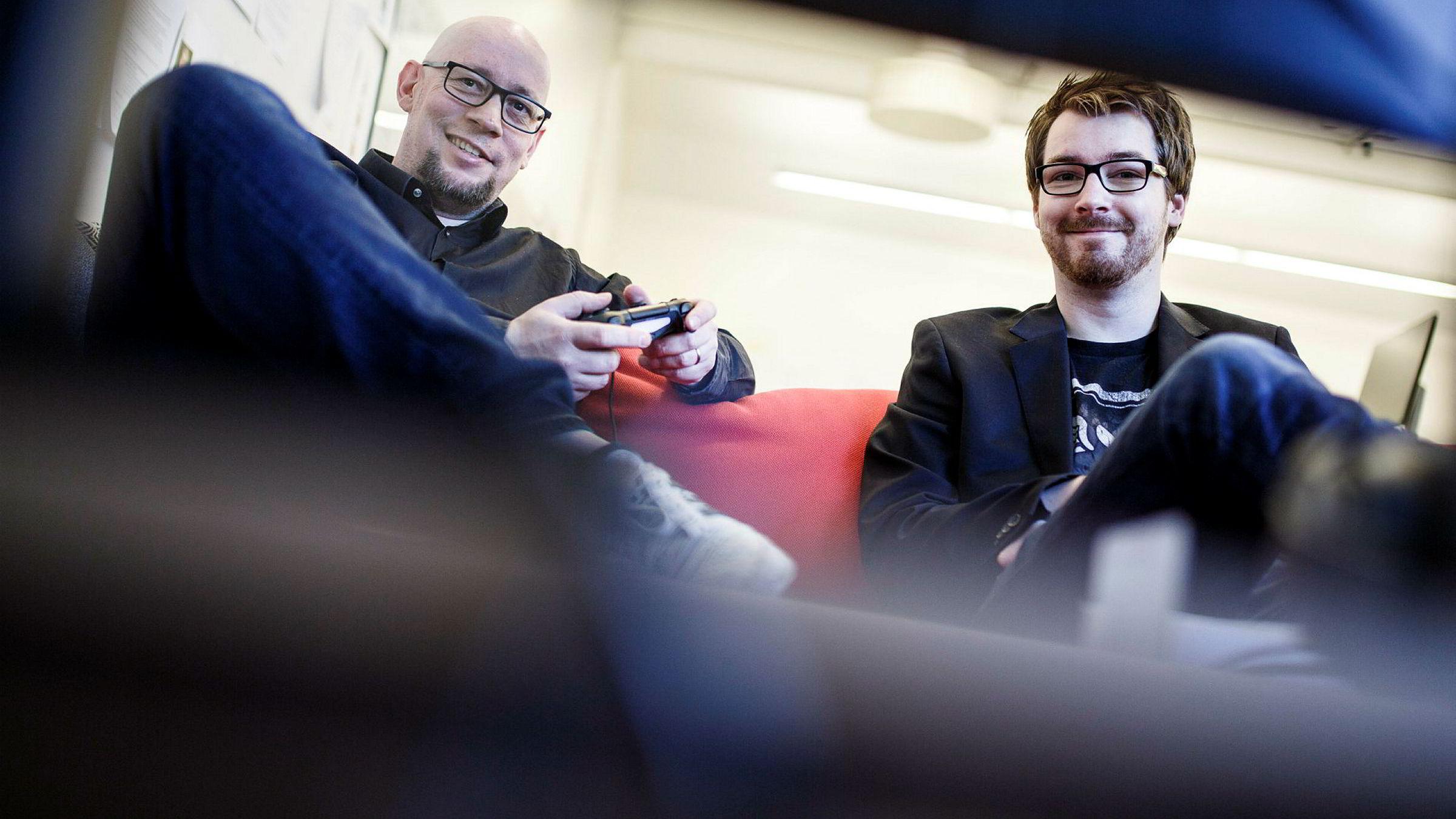 Rune Fjeld Olsen og Karl-Martin Hogsnes er spillanmeldere i Level Up. Når DN møter dem gjør de en anmeldelse av PlayStation-klassikeren Jak and Daxter fra 2001, som nylig ble oppdatert og utgitt til PS4.