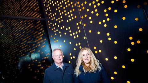 – Det viktigste er kanskje at disse kablene og infrastrukturen vil kunne tiltrekke store datasenteraktører til Norge, sier Toril Nag, konserndirektør i Lyse Tele. Her sammen med Eirik Gundegjerde, direktør for strategiske prosjekter i Lyse.