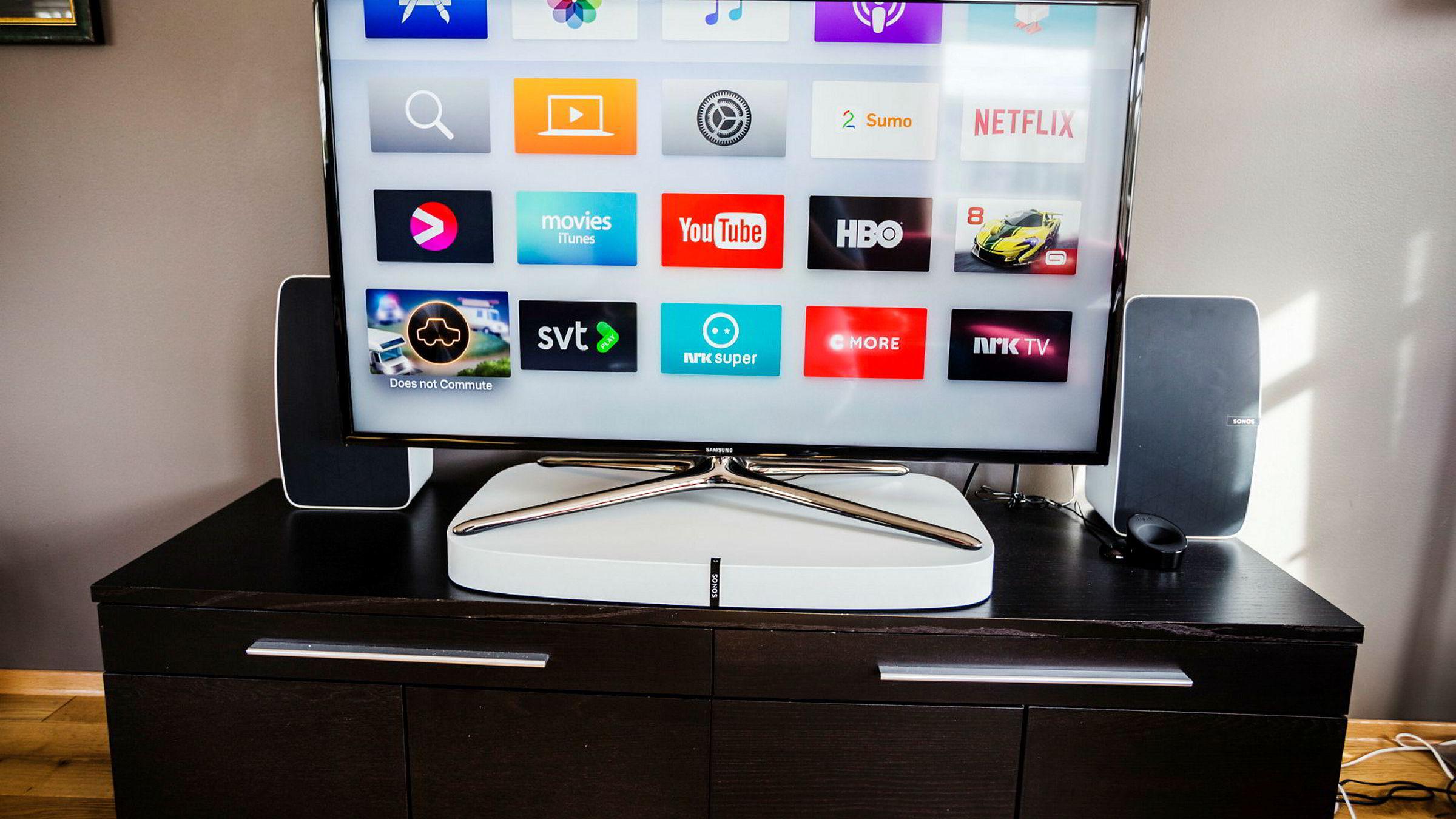 Sonos Playbase gir kraftigere og mer fyldig lyd enn de fleste lydplanker, selv uten egen subwoofer. Men hvor godt den passer i stuen avhenger veldig av farge og form på tv og tv-møbel.