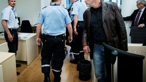 Eirik Jensen forlater rettssal 250 i Oslo tinghus etter å ha mottatt dommen på 21 års fengsel.