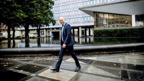 Senterpartileder Trygve Slagsvold Vedum vil at regjeringsbygget skal reises i tre for å beskytte norske interesser.