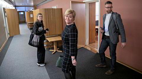 Frp-leder Siv Jensen ber folk gå inn på Finansportalen for å sjekke om det er mulig å få banket ned renten raskere.