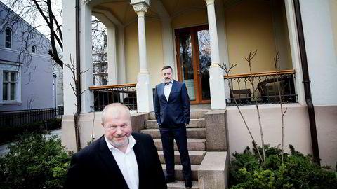 Bjarne Håkon Hanssen (til venstre) og Jan-Erik Larsen i kommunikasjonsselskapet Kruse Larsen har helt åpne kundelister. – Det er fabelaktig deilig, og jeg anbefaler alle andre å komme etter, sier Larsen.