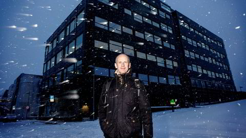 Administrerende direktør Thor Christian Tuv i Solenergi Fusen vil flislegge tak og fasader over hele landet med solpaneler.