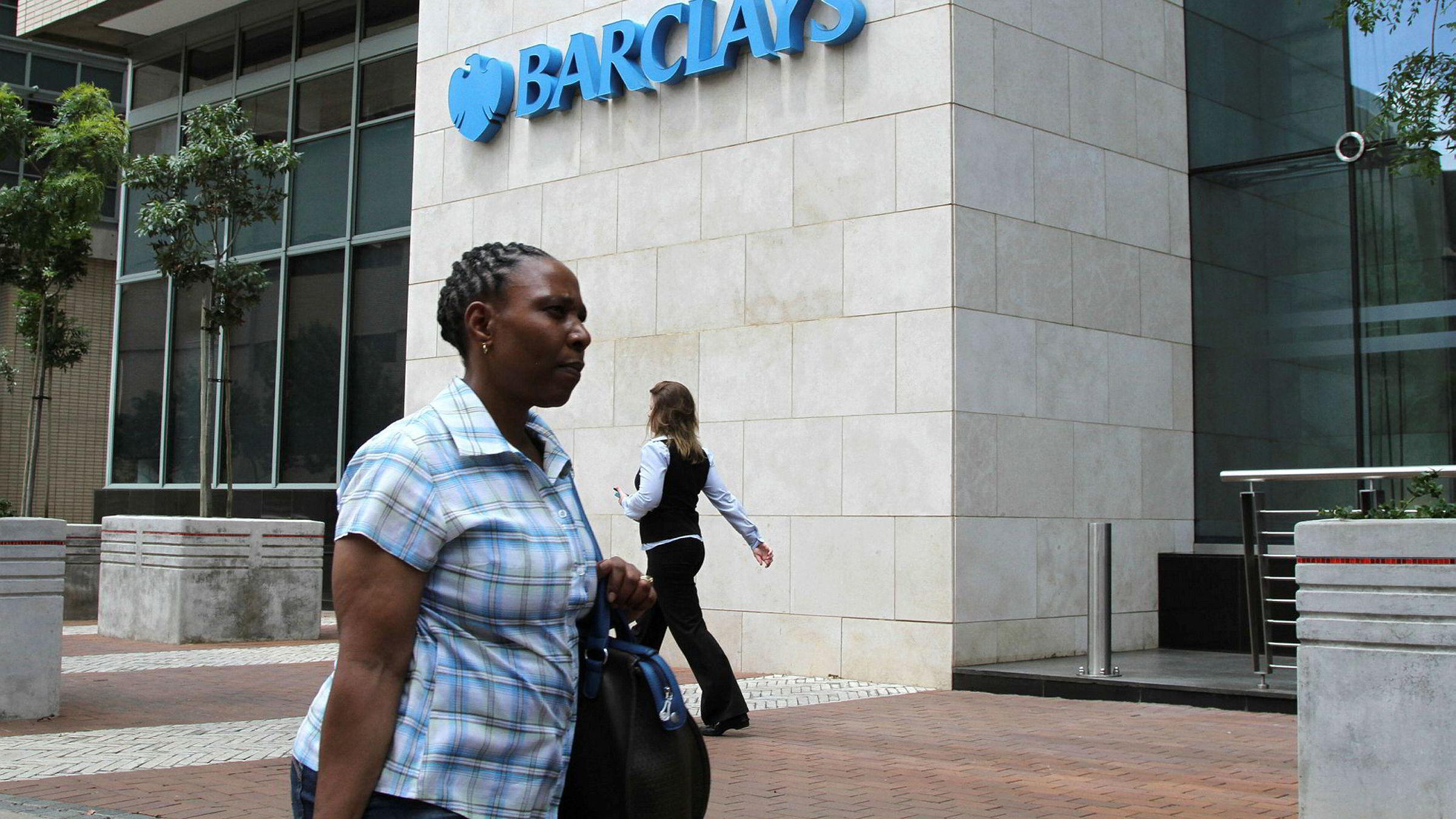 Vestlige banker forlater fattige land, ikke minst i Afrika. Barclays Bank vedtok for eksempel nylig å selge sine banker i Afrika etter å ha vært aktiv der i 100 år. Her fra Johannesburg i Sør-Afrika.