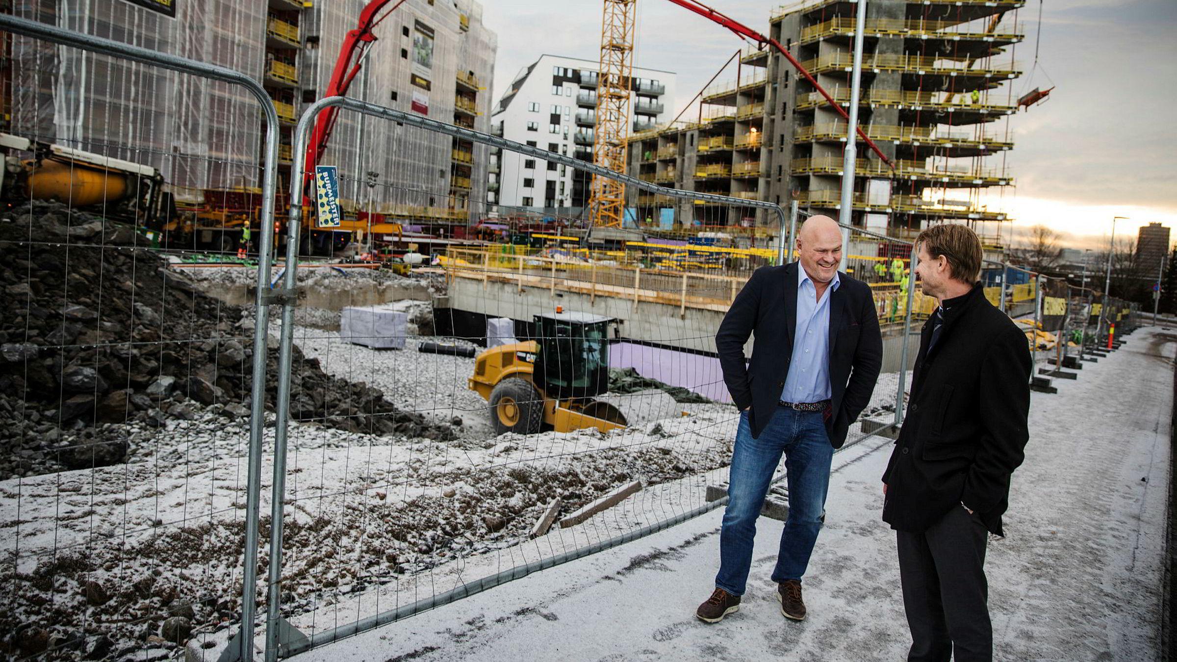 – Vi håper at det sammenslåtte selskapet kan være operativt før påske, sier påtroppende konsernsjef Jørgen Evensen (til høyre) i nye BetonmastHæhre. Til venstre gründer Albert Hæhre som blir den største aksjonæren i det sammenslåtte selskapet.