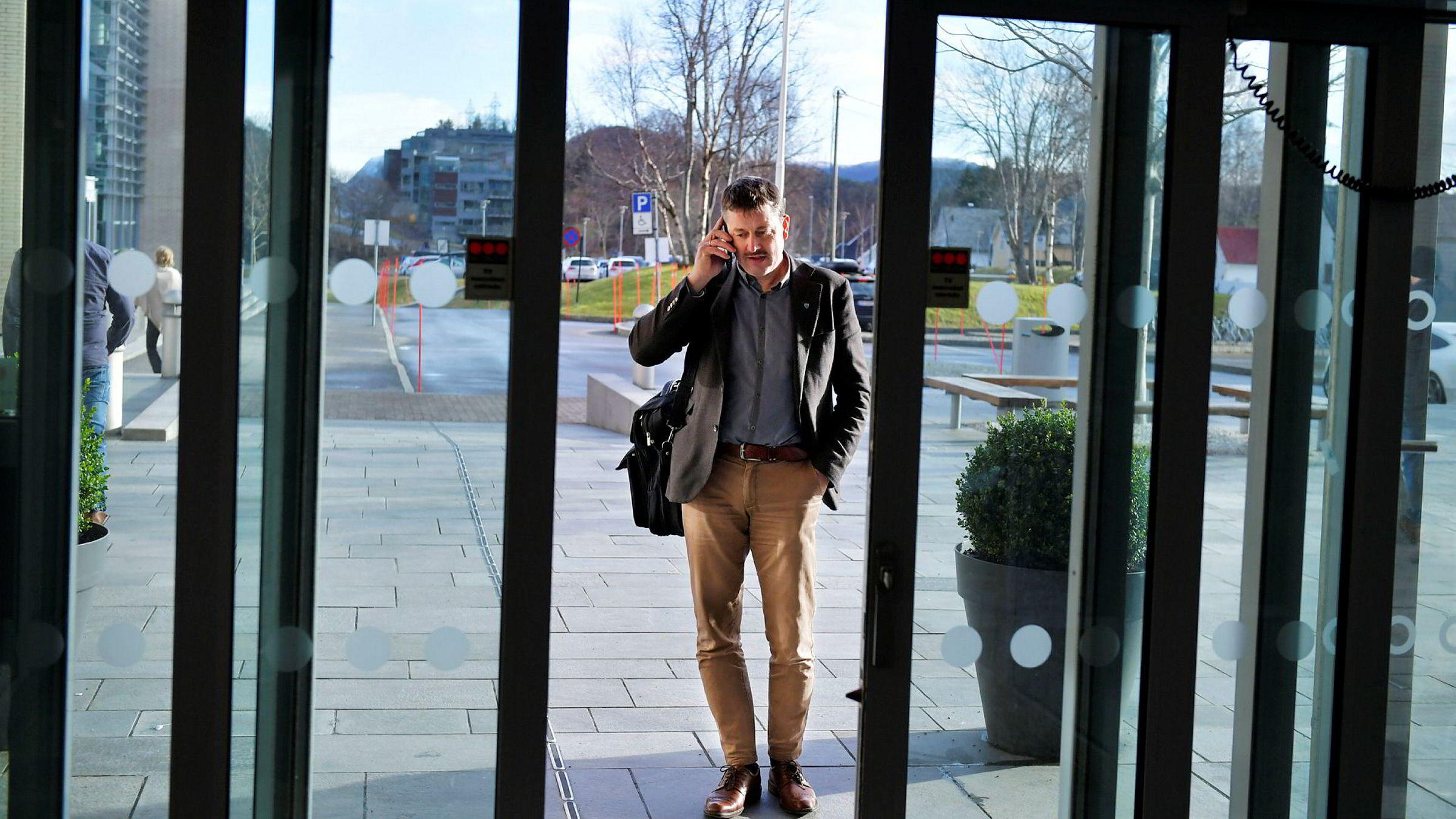 Haram-ordfører Vebjørn Krogsæter var onsdag på møte i Ålesund om byregionsamarbeid med Ålesund og en rekke omegnskommuner. – Det er et godt samarbeid om å styrke Ålesund, sier han. Men tvangssammenslåingen Haram-Ålesund, betakker han seg for.
