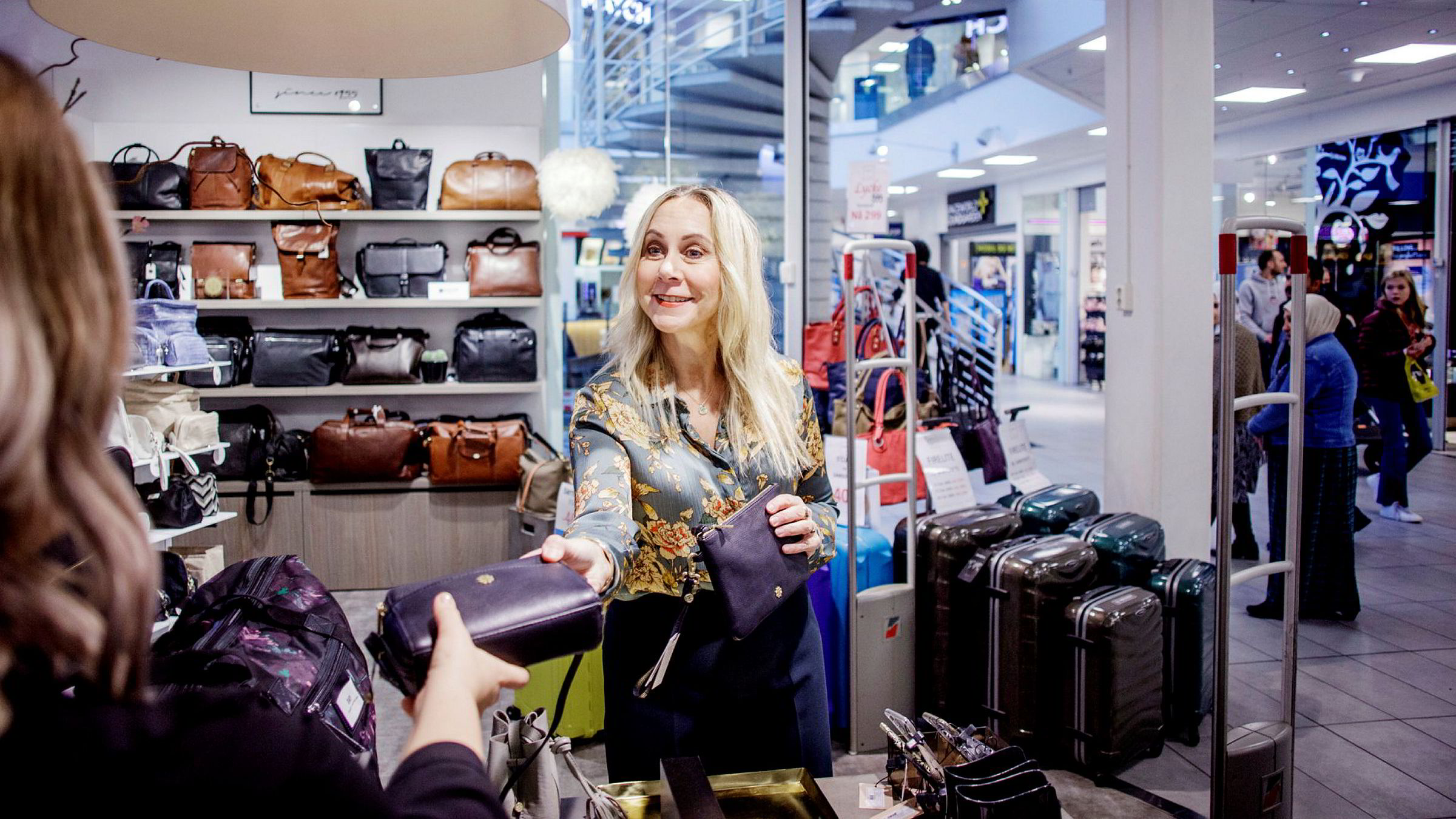 – I gjennomsnitt betaler våre kunder mellom 800 og 900 kroner for vesker, sier medeier og daglig leder Hanne Næss Kynningsrud i Næss Since 1955 as.