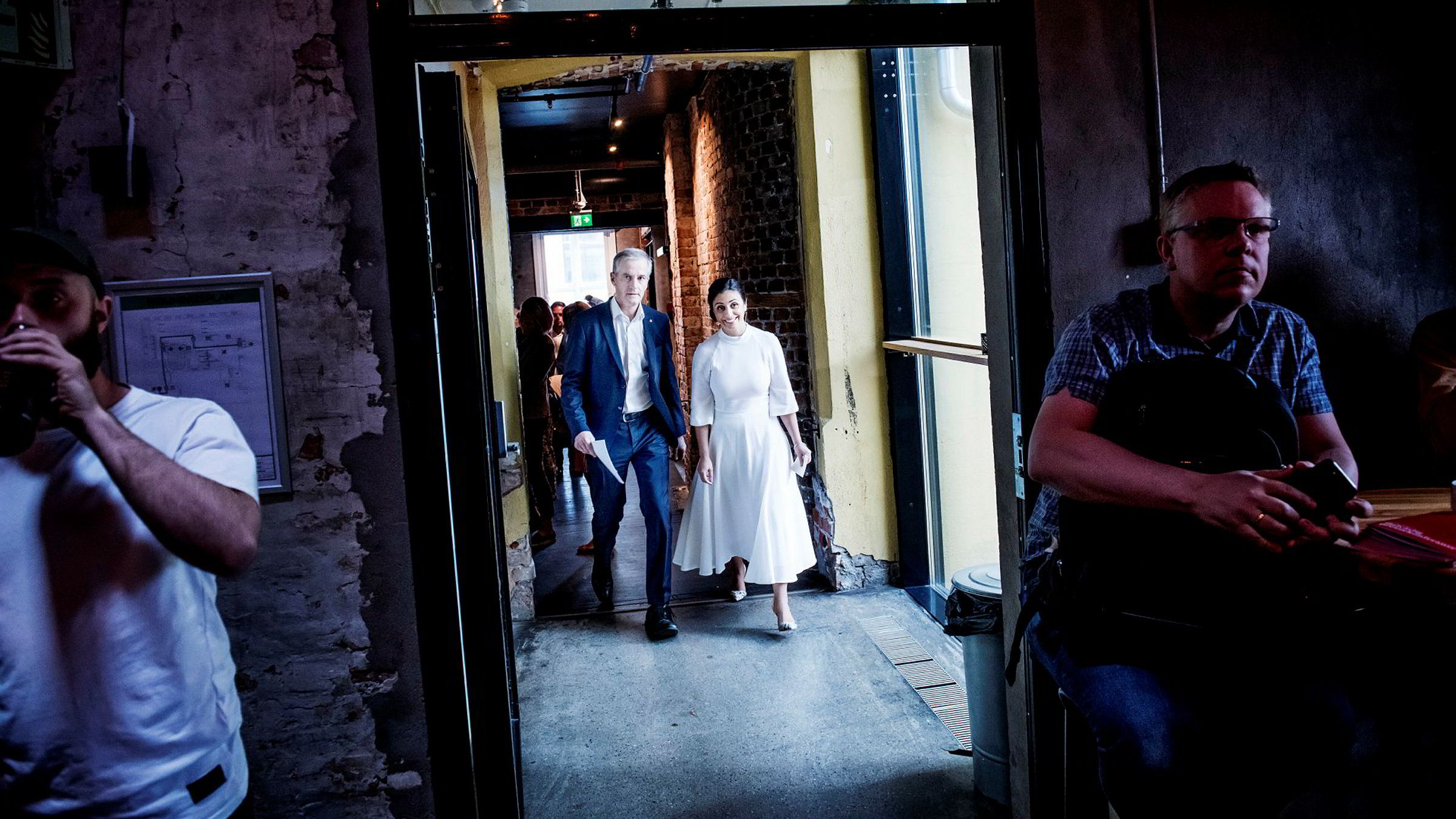 Arbeiderpartiets leder Jonas Gahr Støre og nestleder Hadia Tajik gikk inn i et mørkt rom på Kulturhuset i Oslo for å oppsummere et ganske mørkt halvår for partiet.