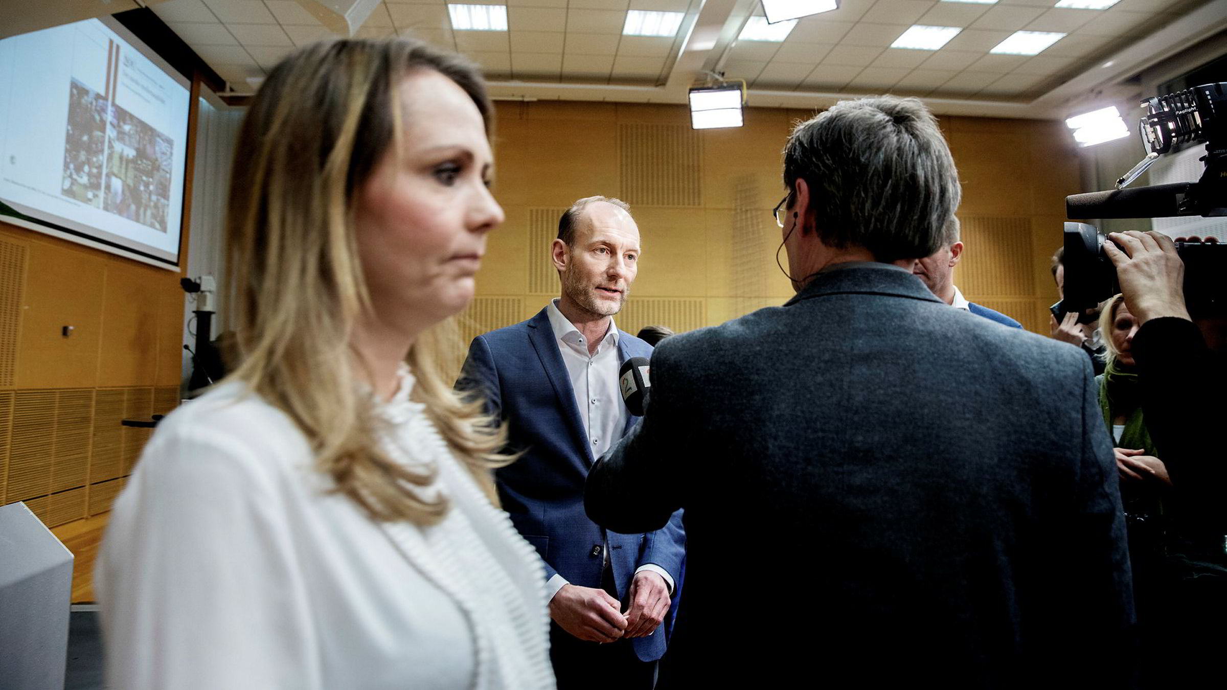 Knut Olav Åmås har ledet mediemangfoldsutvalget, som tirsdag overleverte sin rapport med forslag om mer støtte til mediene. Kulturminister Linda Hofstad Helleland syntes utvalget har tatt seg god råd.
