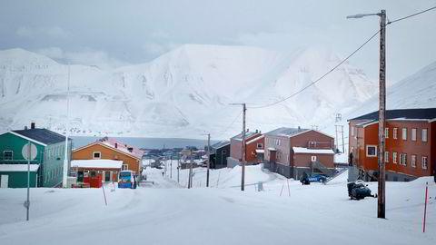 Nybyen sør for Longyearbyen er evakuert.