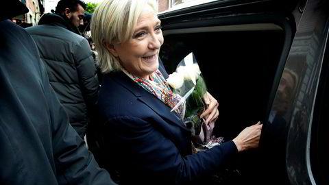 Marine Le Pen skifter navn på partiet sitt for å få flere velgere.