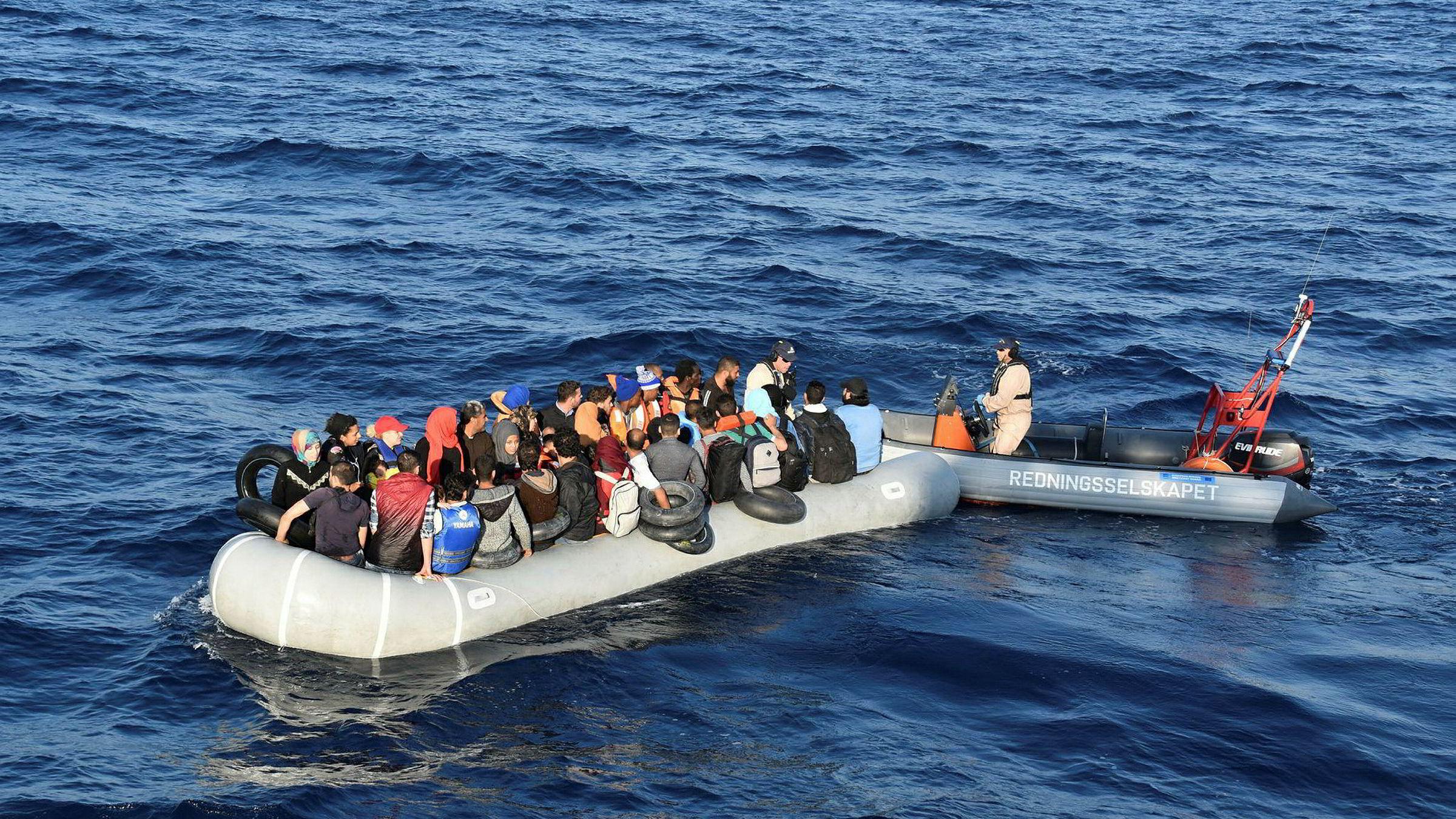 Flyktninger i Middelhavet utenfor den greske øya Lesvos, som fikk hjelp av redningsskøyta Peter Henry von Koss. Syriske flyktninger var den gruppen som økte mest i fjor.