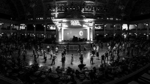 Storslått. Tusenvis av dansere og soulfans flokket til Winter Gardens i Blackpool sist helg, et kompleks som tar opp et helt kvartal i byen. Dette er fra det mildt sagt storslåtte Empress Ballroom, der det ble danset til Northern Soul-klassikere i tre dager til ende.