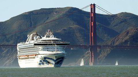 En person er død og flere er smittet fra cruiseskipet «Grand Princess», som har vært innom Mexico og Hawaii. Nå er det beordret tilbake til San Francisco. California har erklært unntakstilstand. Bilde er fra 11 februar.