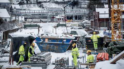 Bane Nor hever Follobane-avtalene med det konkurstruede entreprenørselskapet Condotte. De siste ukene har arbeidet med Follobanen i Oslo sentrum stått stille på grunn av Condottes økonomiske krise.