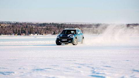 DN testet nye Mini Countryman på glattisen på Golsfjellet.