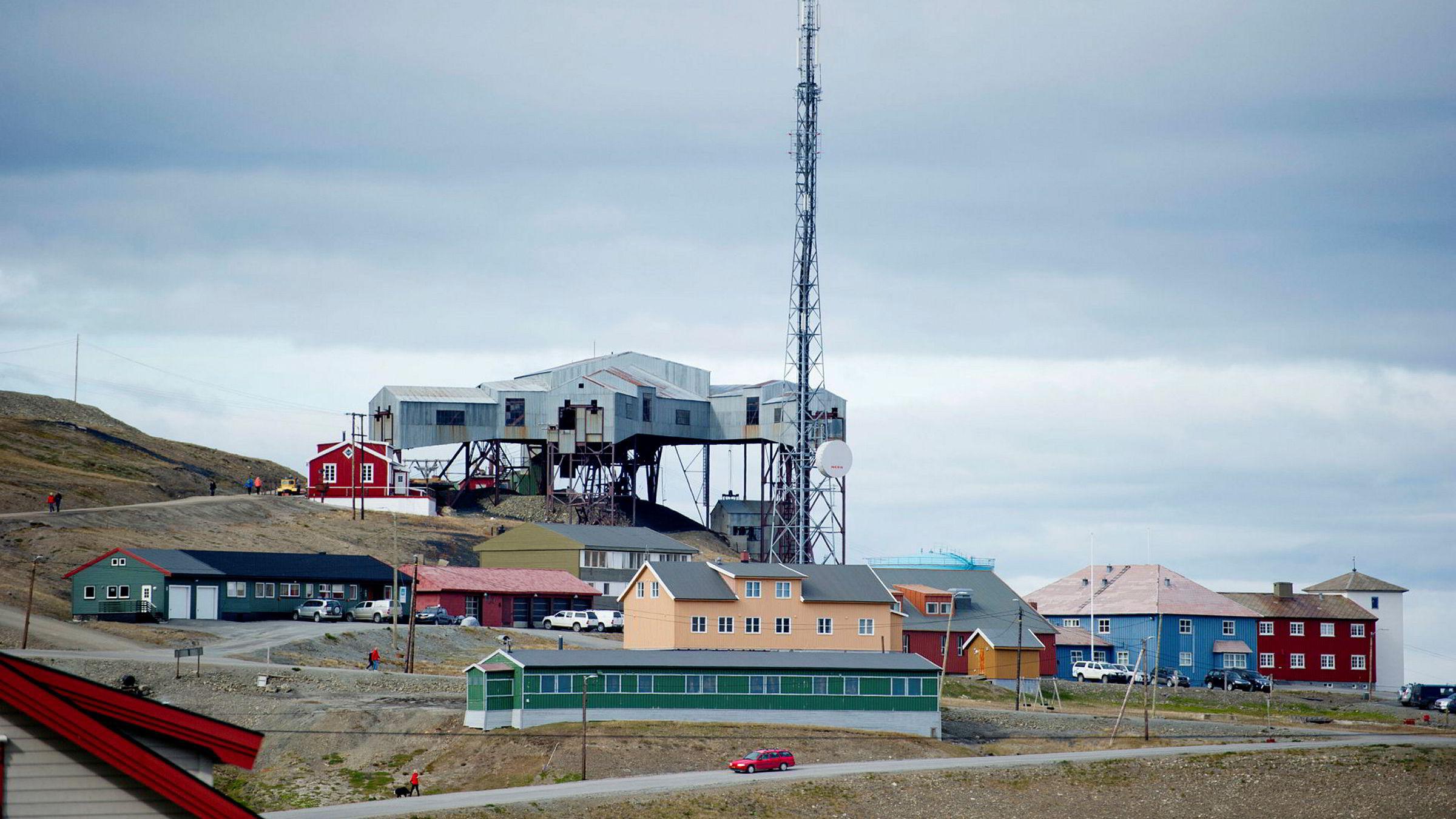 I de siste månedene har det vært noen saker der sammenhengen mellom sikkerhet og investeringer har kommet opp, for eksempel knyttet til kjøp av eiendom på Svalbard. Her fra Longyearbyen.