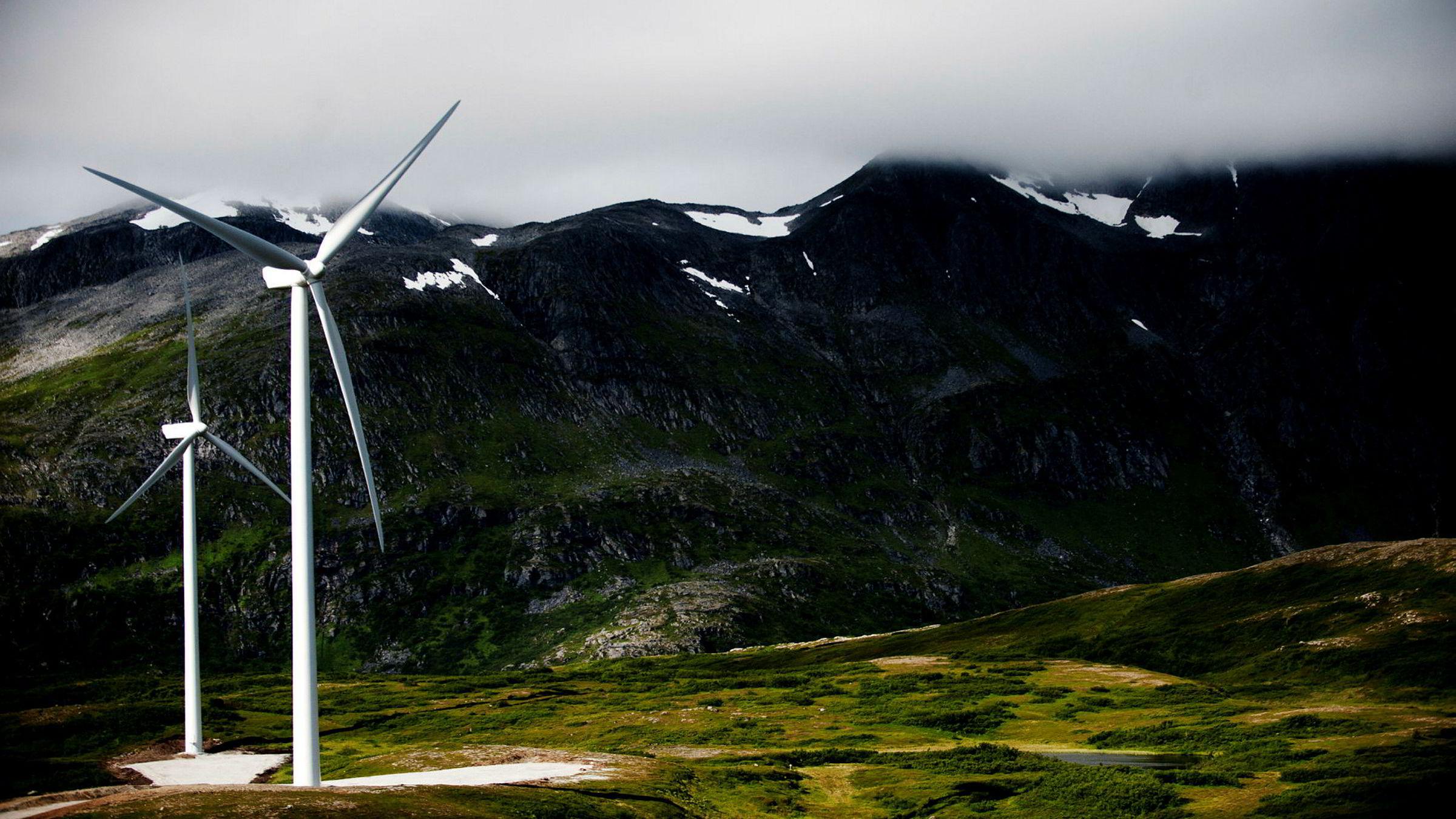 Noreg kan bli verdsleiande på havvindkraft, som godt planlagd kan gje langt mindre miljøskade enn vindkraft på land, sier forfatterne. Her fra Fakken Vindpark på Vannøya i Troms.