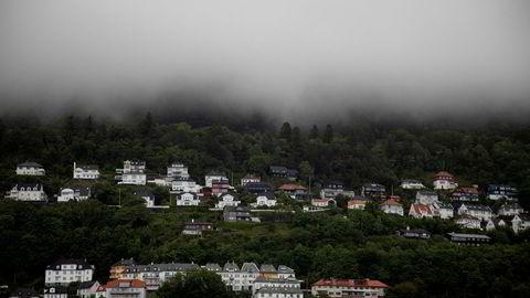 Mørket kan senke seg over boligmarkedet, hvis nordmenns gjeld fortsetter å vokste, mener Finanstilsynet.