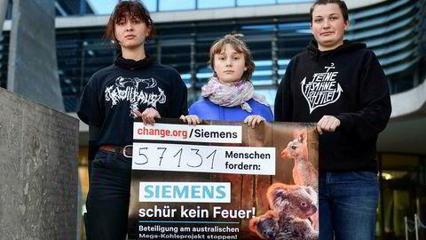 Søndag kveld kunngjorde Siemens-sjef Joe Kaeser på Twitter at selskapet skal bygge signalsystemet til Adanis kullgruve i delstaten Queensland. Klimaaktivister i Tyskland og Australia har forsøkt å stanse prosjektet.