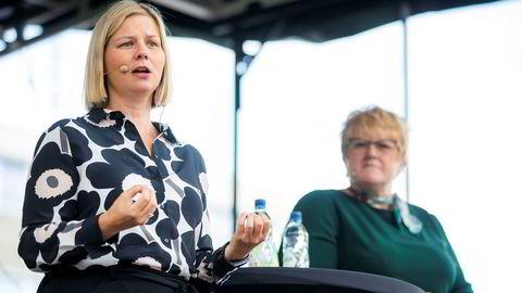 Påtroppende Venstre-leder Guri Melby og avtroppende Venstre-leder Trine Skei Grande står på hver sin side i EU-spørsmålet.