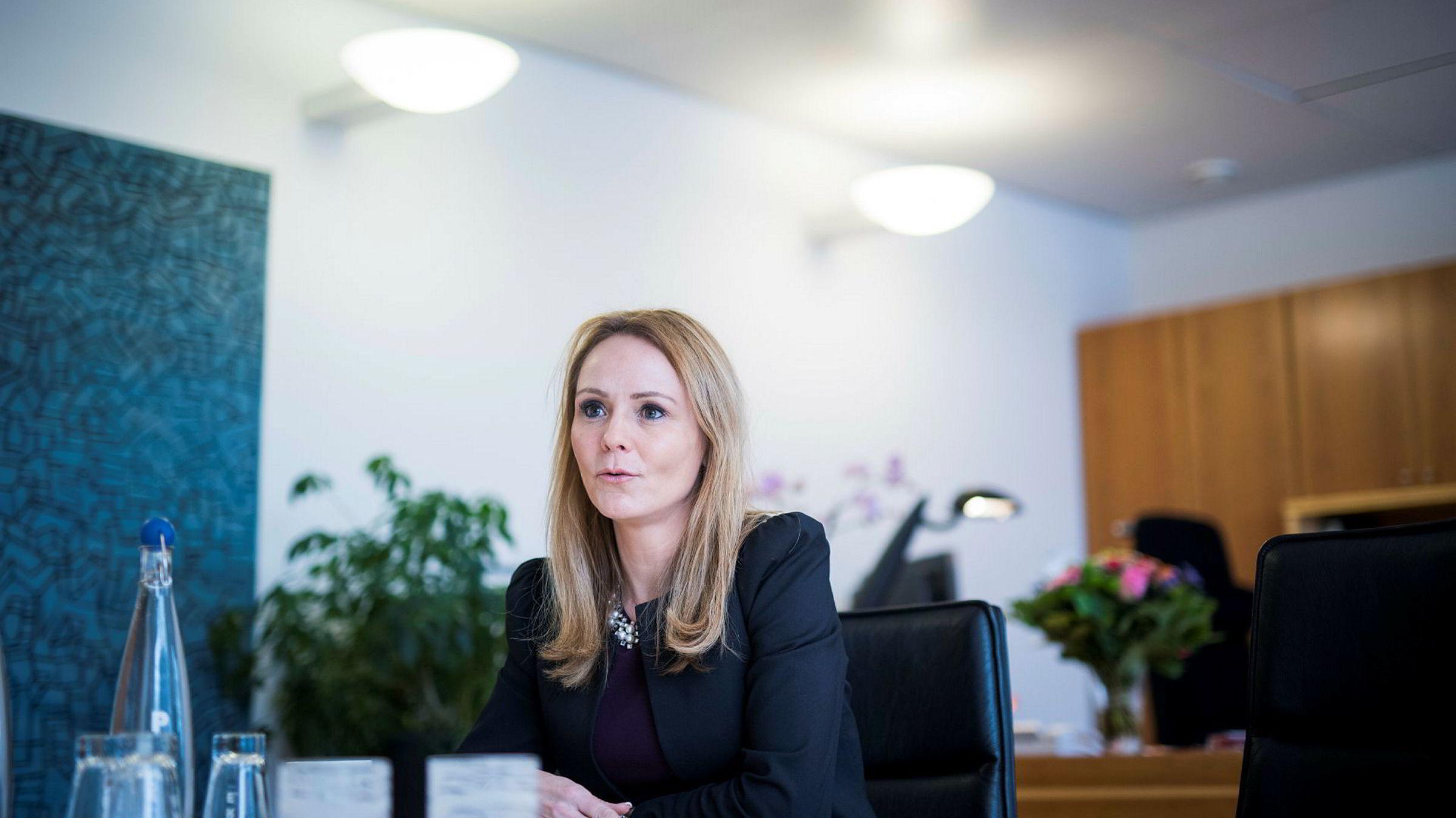Eventuelle endringer i foreldrepengeordningen bør være resultat av en nasjonal prosess, ikke noe Esa bør avgjøre, sier barne- og likestillingsminister Linda Hofstad Helleland.