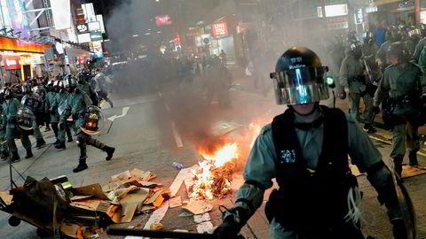 Opprørspoliti og demonstranter i Hongkong har de siste månedene barket sammen jevnlig.