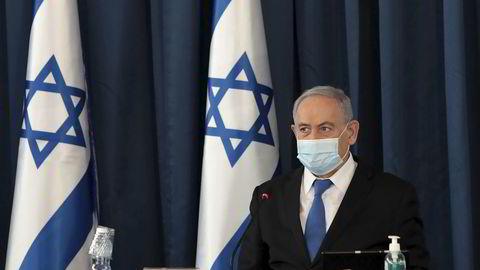 Statsminister Benjamin Netanyahu sier at det er helt klart at pandemien sprer seg.