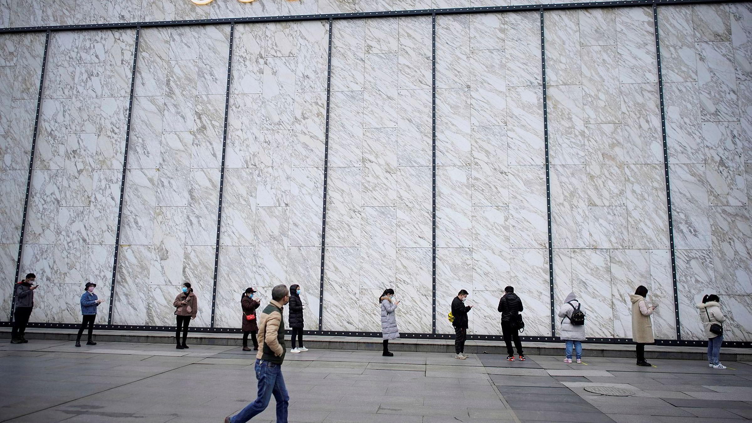 Kinesiske forbrukere er klar til å bruke penger på seg selv igjen og flokker til kjøpesentre. De europeiske luksusmerkene Louis Vuitton og Gucci opplever omsetningsvekst.