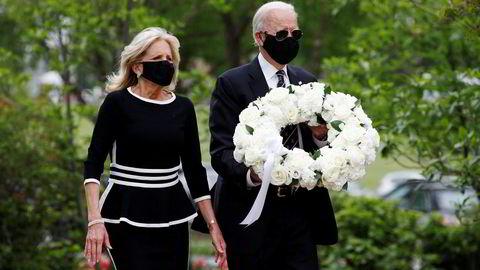 Joe og Jill Biden markerte Memorial Day med kransenedleggelse ved Delaware Memorial Bridge Veterans Memorial Park i New Castle.