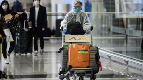 Mange flyktet fra Kina og Hongkong til andre land da koronavirusutbruddet rammet hardt i januar. Nå er de på vei tilbake. De bringer med seg smitte.
