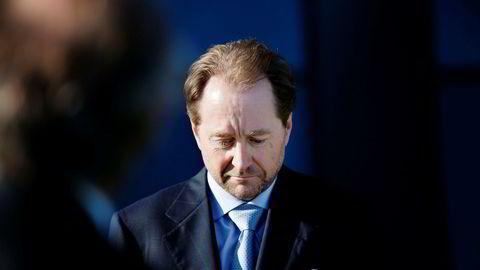 Kjell Inge Røkke vil at de som ønsker å lese Henrik Langelands jubileumsbok om Aker skal slippe å betale for det. Derfor ble hele manus lagt ut på Akers hjemmeside i forrige uke.